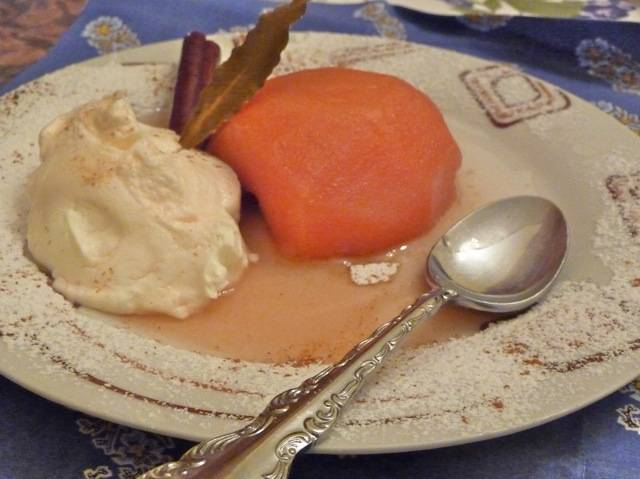 Poached Quince with Greek Yogurt - Kidoni sto Fourno me Yiaourti
